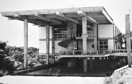 Faculdade de Arquitetura UFBA 440x281 - Arquitetura modernista em exposição
