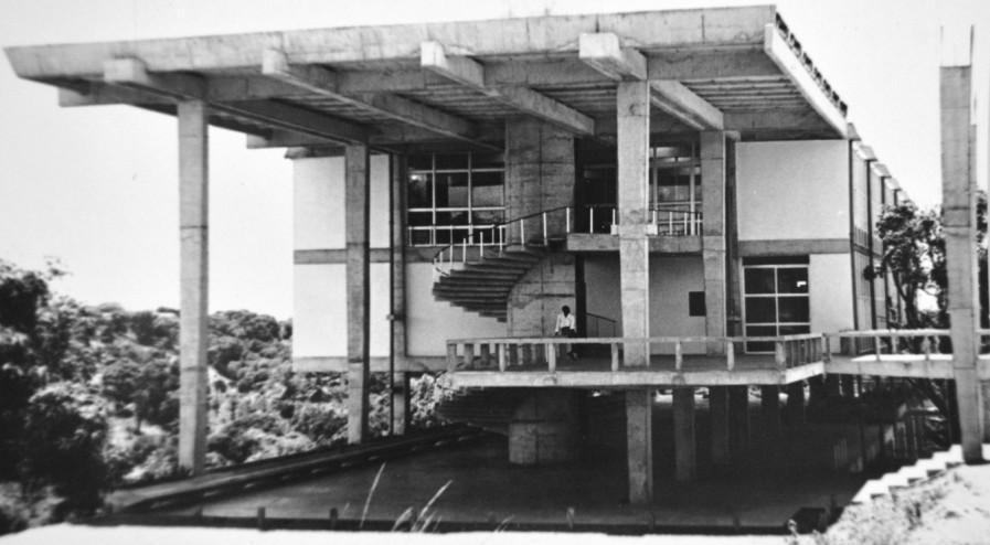 Faculdade de Arquitetura UFBA 897x494 - Arquitetura modernista em exposição