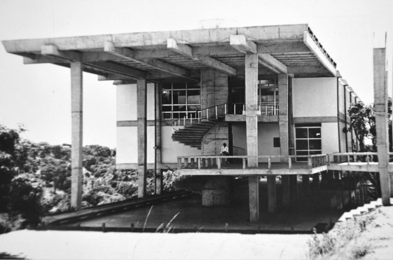 Faculdade de Arquitetura UFBA - Arquitetura modernista em exposição