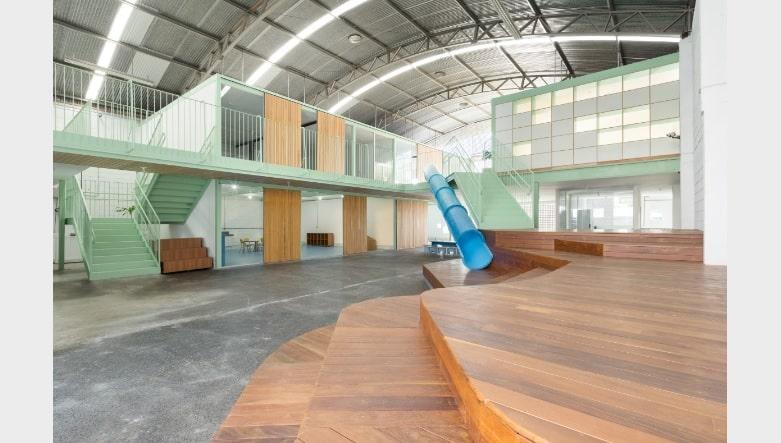 galpão casa fundamental11 - Escola ocupa galpão industrial em BH
