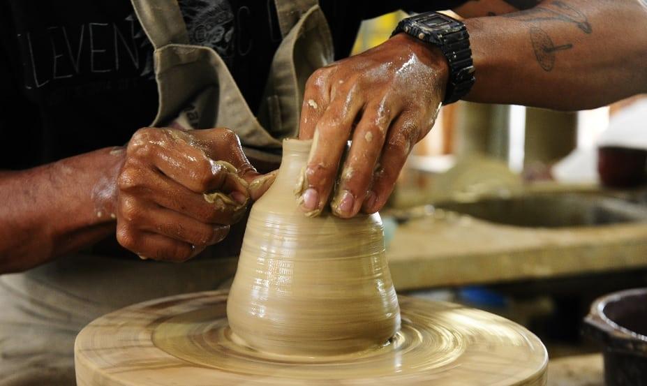 CAPA - A arte em barro contada pelos Oleiros pernambucanos