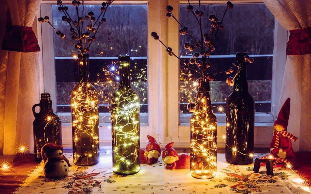 8 Vasos na varanda FotoHelin Shutterstock.com  1024x640 - Separamos alguns modelos de árvore de natal para você se inspirar