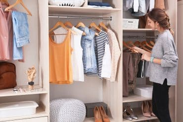 1 Closet New Africa Shutterstock.com 1 370x247 - Closet funcional: já pensou em ter um? Anote as dicas