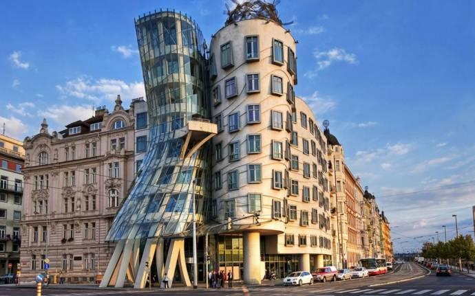 Casa Dancante Praga Republica Tcheca Vladimir Sazonov Shutterstock.com - Construções diferenciadas: confira as obras espalhadas pelo mundo