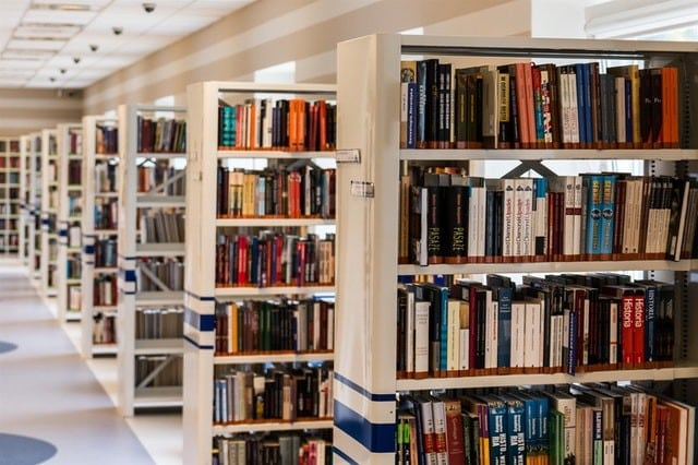 biblioteca de faculdade - Arquitetura e Urbanismo: detalhes da profissão do arquiteto e urbanista