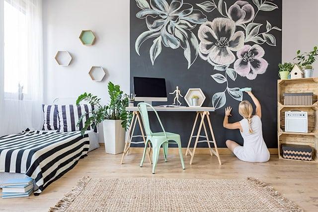 revistaSIM Decor Afetiva Pintura parede Credito Photographee Shutterstock - Saiba como montar uma decoração afetiva na sua casa!
