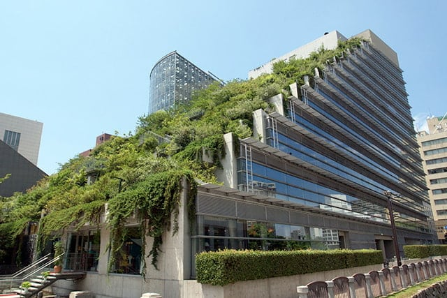 revistaSIM Cidades Esponjas ACROS Fukuoka Telhado Verde Credito Pontafon Wikimedia Commons - Você já ouviu falar em Cidades-esponja?