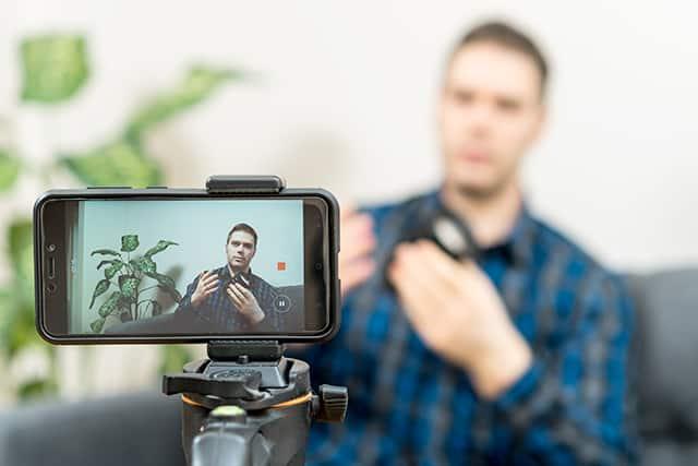 revistaSIM Como gravar video Foco e enquadramento Credito Dmitri Ma Shutterstock - Você sabe como gravar um vídeo usando o celular?