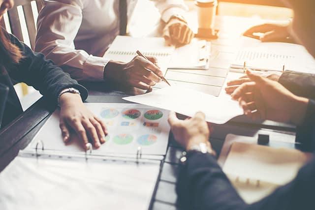 revistaSIM Gerenciamento de projetos Reuniao Credito Panumas Yanuthai Shutterstock.com  - Conhece o Gerenciamento de Projetos para arquitetura?