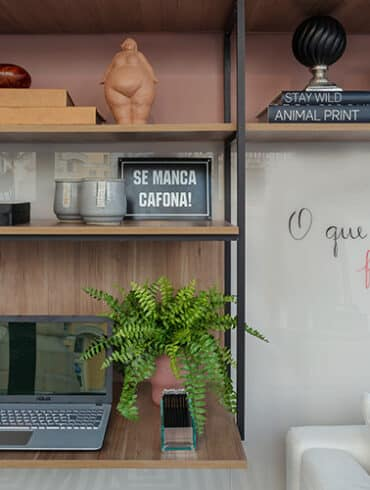 revistaSIM Arquitetura CasaCor 2020 Nejaim Azevedo Studio Vivix Destaque Credito PH Nunes 370x490 - Conheça o novo livro sobre a arquiteta Janete Costa