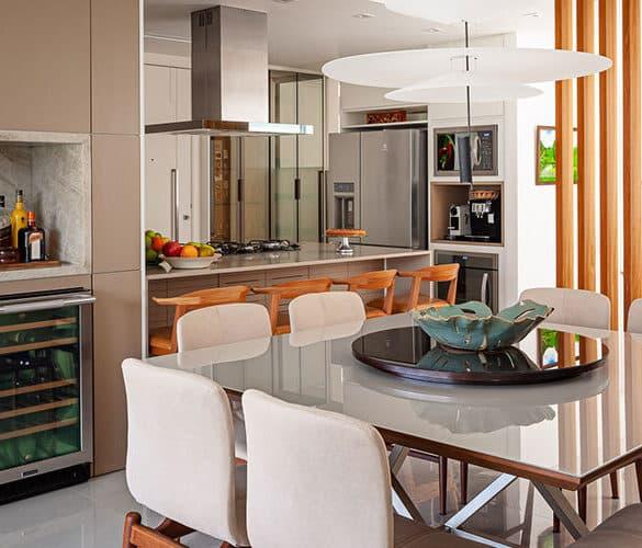 revistaSIM Arquitetura Apartamento no Rio de Janeiro DESTAQUE 2 Credito Dhani Borges 585x500 - O ambiente de 85m² faz uso de décor elegante com foco na integração