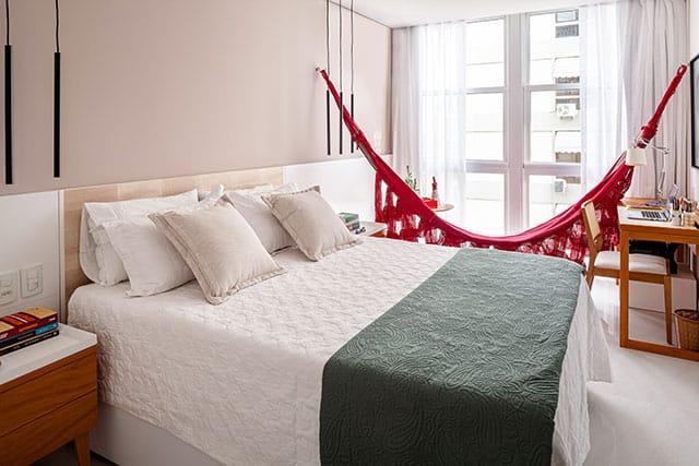 revistaSIM Arquitetura Apartamento no Rio de Janeiro Quarto de casal Credito Dhani Borges - Apto de 200m² apostou na integração dos espaços com a cozinha