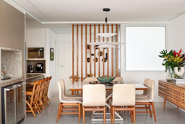 revistaSIM Arquitetura Apartamento no Rio de Janeiro Sala de jantar Credito Dhani Borges - Apto de 200m² apostou na integração dos espaços com a cozinha
