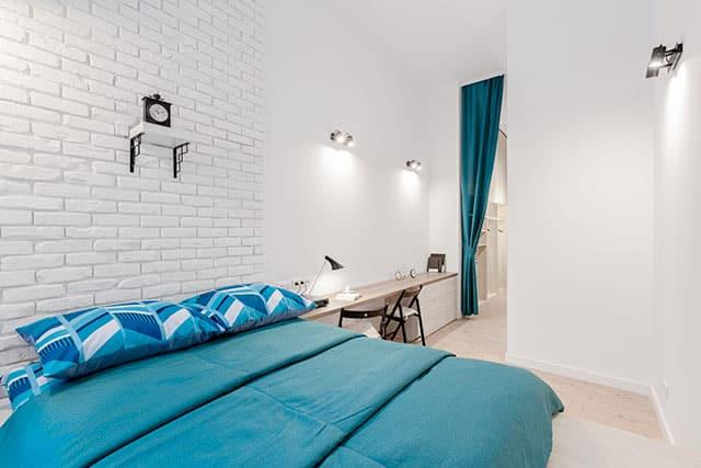 revistaSIM Arquitetura As tendencias para 2021 Home office na cabeceira da cama Credito Dariusz Jarzabek Shutterstock - Vem conferir as tendências de decoração e arquitetura de 2021