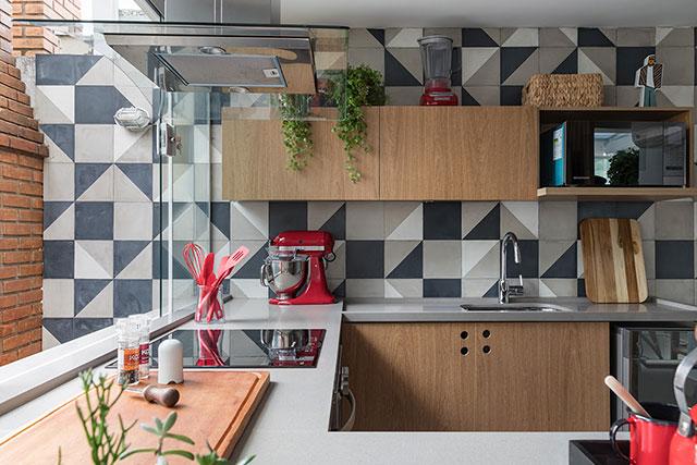 revistaSIM Arquitetura Cozinhas coloridas Composicao com utensilios coloridos Foto Evelyn Muller - Confira as dicas de arquitetura e aposte nas cozinhas coloridas