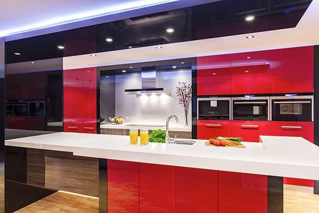 revistaSIM Arquitetura Cozinhas coloridas Cozinha colorida vermelho Foto zstock Shutterstock - Confira as dicas de arquitetura e aposte nas cozinhas coloridas