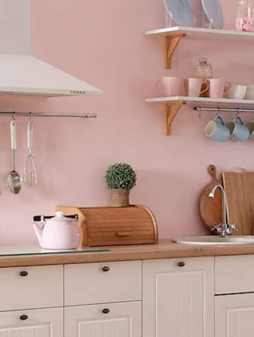 revistaSIM Arquitetura Cozinhas coloridas DESTAQUE Foto New Africa Shutterstock 370x490 - O ambiente de 85m² faz uso de décor elegante com foco na integração