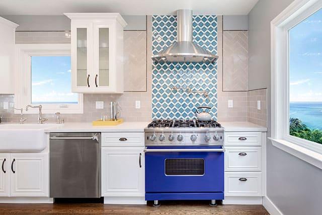 revistaSIM Arquitetura Cozinhas coloridas Fogao colorido Foto BondRocketImages Shutterstock - Confira as dicas de arquitetura e aposte nas cozinhas coloridas