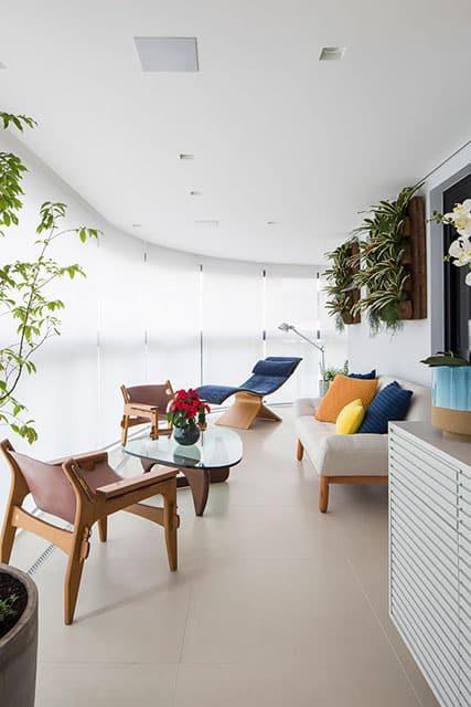 revistaSIM Arquitetura Figa Arquitetura Varanda Credito Thiago Travesso - Confira o projeto de um apartamento contemporâneo e inspire-se!