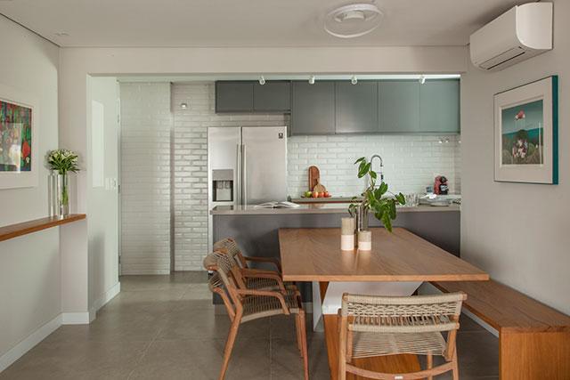 revistaSIM Arquitetura Apt 85m2 Cozinha e Sala de jantar Credito Luis Gomes 1 - Projeto de apartamento de 85 m² aposta em soluções criativas