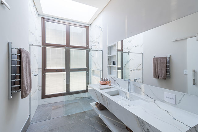 revistaSIM Arquitetura Casa para todos os momentos Banheiro Credito Julia Herman - Saiba o que deve ter uma casa para todos os momentos da vida