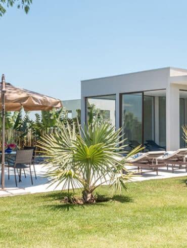 revistaSIM Arquitetura Casa para todos os momentos Destaque Credito Julia Herman 370x490 - O ambiente de 85m² faz uso de décor elegante com foco na integração
