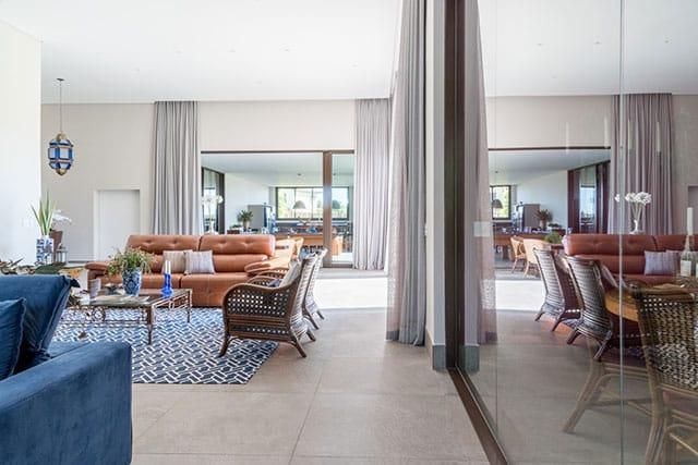 revistaSIM Arquitetura Casa para todos os momentos Sala de estar Credito Julia Herman - Saiba o que deve ter uma casa para todos os momentos da vida