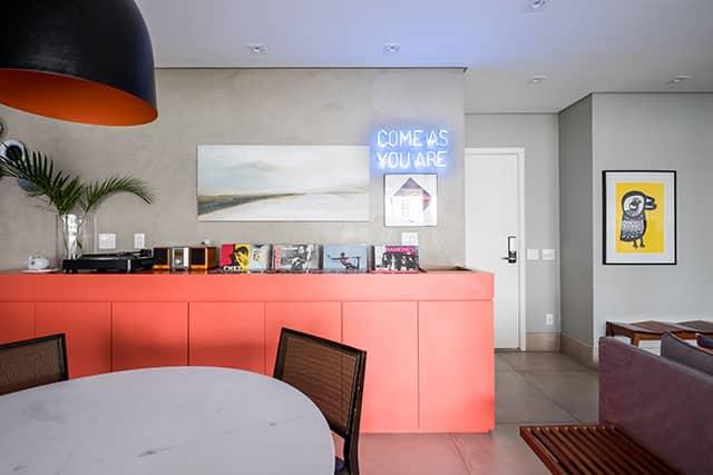 revistaSIM Arquitetura Estudio em Sao Paulo Armario coral 2 Credito Nathalie Artaxo - Projeto de apartamento de 100m² priorizou a identidade do casal