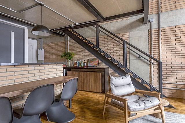 revistaSIM Arquitetura Vao de escada Bar 2 Credito JP Image - Saiba como aproveitar o vão embaixo da escada