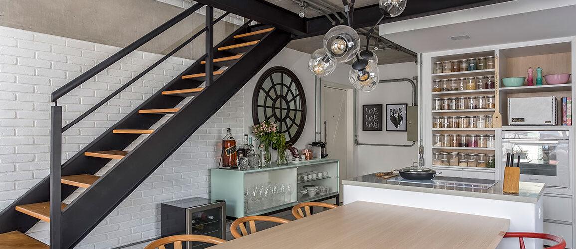 revistaSIM Arquitetura Vao de escada DESTAQUE Credito JP Image 1155x500 - Saiba como aproveitar o vão embaixo da escada