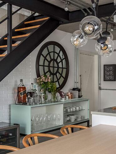 revistaSIM Arquitetura Vao de escada DESTAQUE Credito JP Image 370x490 - Saiba o que deve ter uma casa para todos os momentos da vida