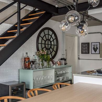 revistaSIM Arquitetura Vao de escada DESTAQUE Credito JP Image 390x390 - Saiba como aproveitar o vão embaixo da escada