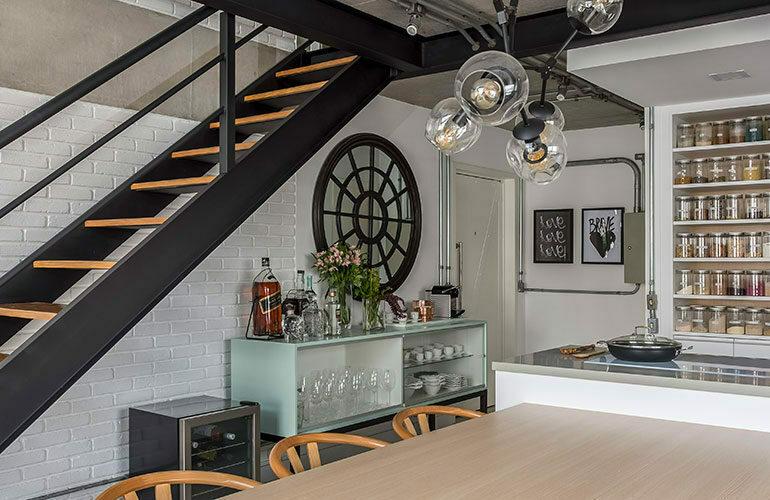 revistaSIM Arquitetura Vao de escada DESTAQUE Credito JP Image 770x500 - Saiba como aproveitar o vão embaixo da escada