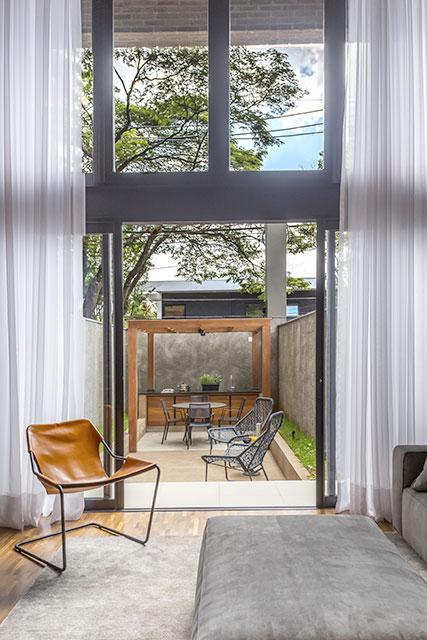 revistaSIM Decoracao Cadeiras de design em casa Poltrona Paulistano Credito JP Image - Saiba como utilizar cadeiras de design na decoração da sua casa
