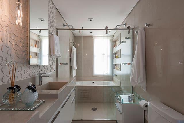 revistaSIM Arquitetura Banheiros Banheira de hidromassagem Credito Carlos Piratininga - Confira as dicas de projetos de banheiros para você não errar