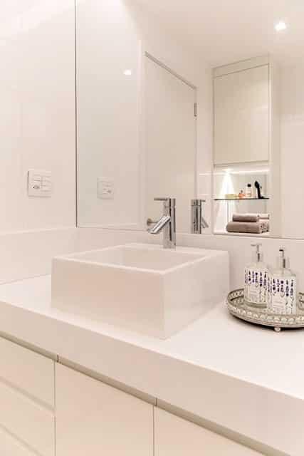 revistaSIM Arquitetura Banheiros Banheiro clean Divulgacao - Confira as dicas de projetos de banheiros para você não errar