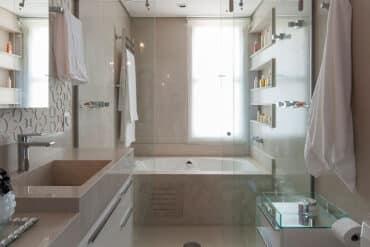 revistaSIM Arquitetura Banheiros DESTAQUE Credito Carlos Piratininga 370x247 - Confira as dicas de projetos de banheiros para você não errar