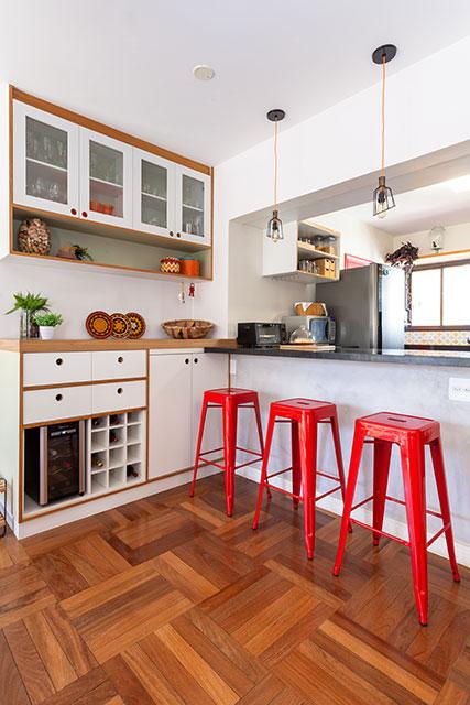 revistaSIM Decoracao Cores fortes na decoracao Cozinha Foto Renan Soares - Saiba como deixar os ambientes mais coloridos fazendo uso de tons fortes
