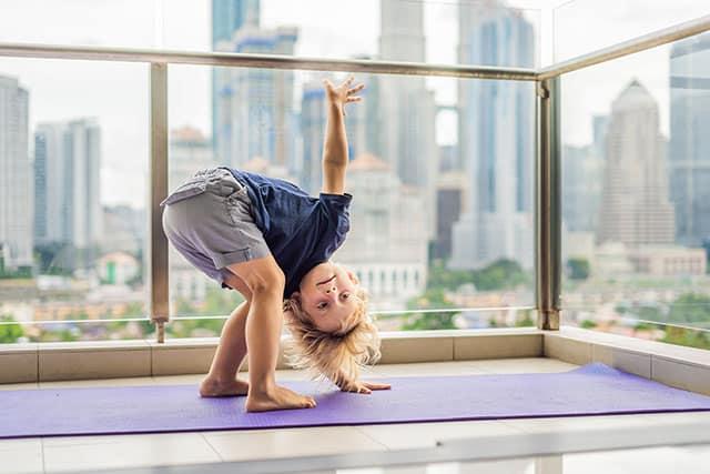 revistaSIM Decoracao Varanda adaptada para os pequenos Yoga Credito galitskaya AdobeStock - Dicas para montar uma varanda para as crianças aproveitarem