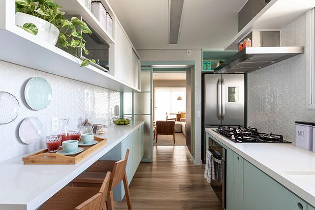 revistaSIM Arquitetura Cores Suaves Cozinha 1 Credito Evelyn Muller - Arquiteta investe em tons suaves para apartamento